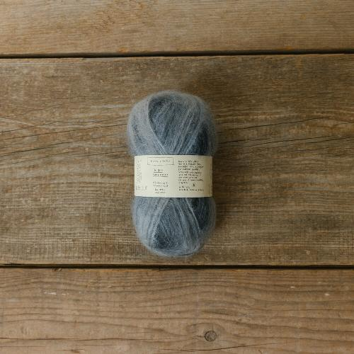 Biches et Buches Le Gros Silk et Mohair Garn Dark Grey Varigated