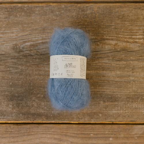 Biches et Buches Le Petit Silk et Mohair Garn Medium Blue