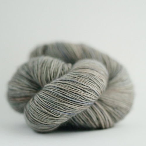 Madelinetosh Merino light Garn Fallen Cloud