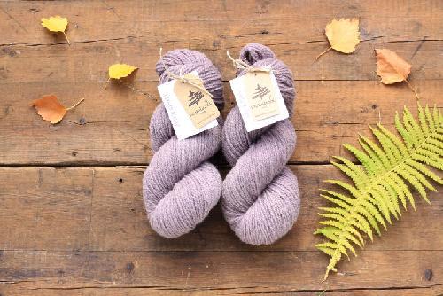 Mominoki German Merino plantdyed - pflanzengefärbt Garn Lac - Grey Violet
